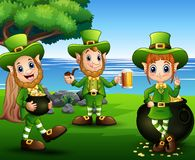 圣帕特里克天庆祝与leprechaund小组在公园 库存例证