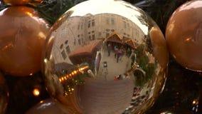 圣诞节市场中看不中用的物品反射 股票录像