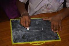 在一所小学,图片在与白垩的板岩被画 库存图片