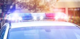 在交通监控活动激活的美好的警报器光 有警报器光的真正的巡逻警车在使命活动 免版税库存图片