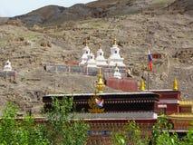 在佛教萨迦派修道院的Stupas,西藏,中国 图库摄影