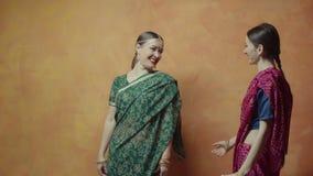 在印度启蒙仪式前的最后的手表 股票视频