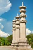 在女神前面观音工业区的雕象的大理石柱在南山公园 免版税库存照片