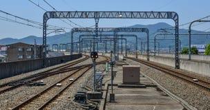 在小驻地的铁路轨道在宇都宫,日本 免版税库存图片