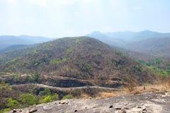 在山的路在操作Luang国立公园,热,清迈,泰国 热天气和干旱 图库摄影