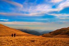 在山顶部在秋天自然山背景中 库存图片