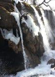 在岩石的瀑布 库存图片