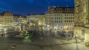 在德累斯顿的中心广场的2月晚上在德国 股票视频