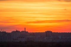 在城市的美好的日落 免版税图库摄影