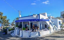 在圣托里尼海岛,希腊上的典型的房子 免版税库存图片