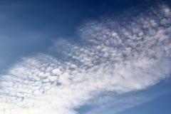 在北德国采取的天空蔚蓝的飞机转换轨迹 库存照片