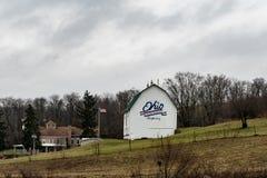 在哈里森县家旁边的谷仓 库存照片