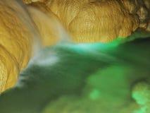 在冲绳岛世界的Gyokusendo洞在日本 库存照片