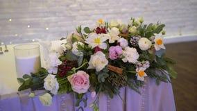 在党的装饰的桌-婚礼或其他事件的庆祝 股票录像