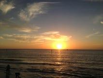 在克利尔沃特海滩,坦帕的日落 免版税库存照片