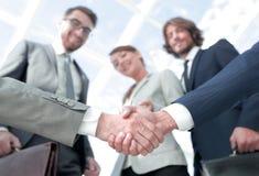 在前景 背景查出的企业信号交换成为白色的伙伴 免版税库存图片