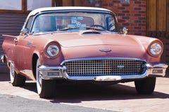 在桃红色的原始的Ford Thunderbird 免版税库存照片