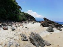 在民都洛,菲律宾的偏僻的海滩 免版税库存图片