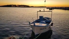 在波尔托切萨雷奥海湾的渔船在Salento意大利 库存图片