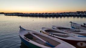 在波尔托切萨雷奥海湾的渔船在Salento意大利 库存照片