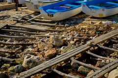 在海岸的渔船 免版税图库摄影