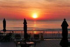 在海洋的日出佛罗里达海滩的 免版税库存图片