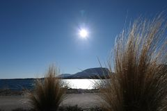 在湖的晴天 库存图片