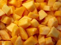 在早餐自助餐的切成小方块的甜瓜 库存图片