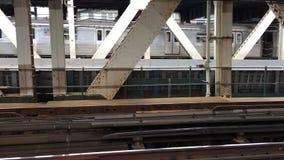 在曼哈顿大桥的地铁 影视素材