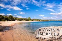 在撒丁岛海岛,科斯塔Smeralda,意大利上的令人惊讶的狂放的Capriccioli海滩 免版税库存照片