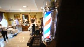 在理发店背景的理发师s波兰人特写镜头  影视素材