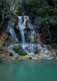 在琅勃拉邦,老挝附近的Tat匡Si瀑布 免版税库存图片