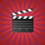 在红色背景的现实电影和影片clapperboard象与太阳光芒和星 艺术设计戏院板岩板模板 向量例证