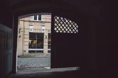 在维尔纽斯老镇街道上的看法 库存图片