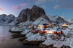 在罗弗敦群岛海岛的美丽的Hamnoy Rorbuer在挪威 免版税库存照片