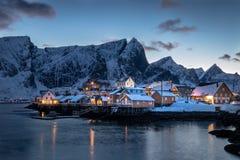 在罗弗敦群岛海岛的Sakrisoy Rorbuer在挪威 库存照片