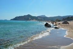 在罗得岛海岛上的Tsambika海滩在夏天,希腊 库存照片
