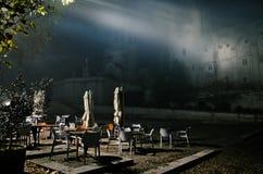 在罗马教皇的宫殿前面的咖啡馆大阳台 库存照片