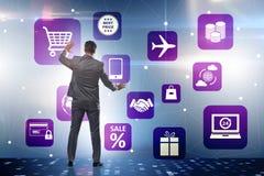 在网上贸易和购物的概念的商人 免版税库存照片