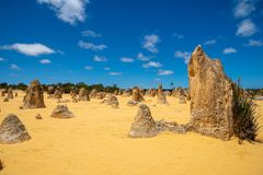 在石峰的挺直常设岩石在澳大利亚西部离开 库存照片