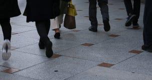 在石街道上的走的人在Higashiyama京都 股票视频