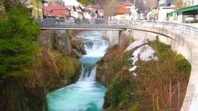 在特劳恩河河,埃本塞,萨尔茨卡默古特,奥地利的急流 股票视频