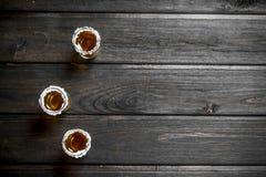 在盐一个小玻璃的龙舌兰酒  库存照片
