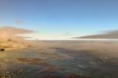 在被淹没的沿海海岛的低云彩 库存照片