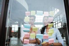 在见面的企业配合会集某一想法 免版税库存图片