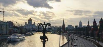 在莫斯科河的日落 免版税库存照片