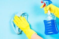 在蓝色背景的清洗的概念 库存图片