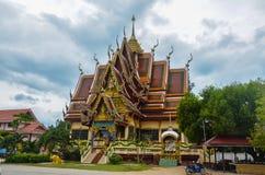 在苏梅岛海岛,泰国附近的佛教寺庙 库存照片