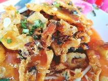 在蛋面团或牡蛎油煎的酥脆牡蛎煎蛋卷 库存照片