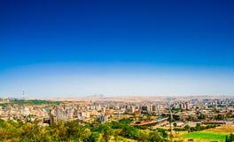在耶烈万市的全景,与庄严阿勒山山,亚美尼亚的看法 免版税库存图片